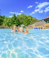 Auvergne campsite with swimming pool