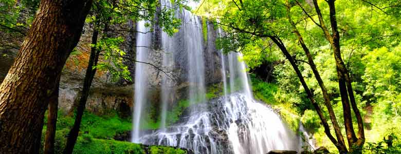 Visit the Beaume waterfall