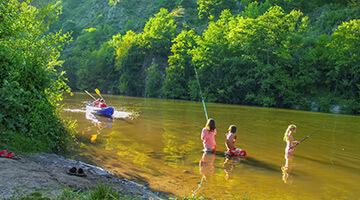 camping avec riviere en auvergne