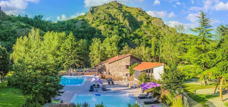 glamping avec piscine Auvergne